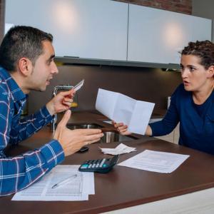 couple argue about divorce finances